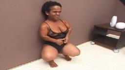Una enana madura brasileña bien follada - Vídeo porno