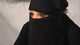 La árabe Nadia follada y fisteada como una zorra - Vídeo porno