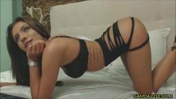 Una búlgara con un culo perfecto masturbándose en la webcam - Vídeo porno