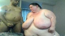 Una súper gorda blanca se deja follar por su amante negro - Vídeo porno hd
