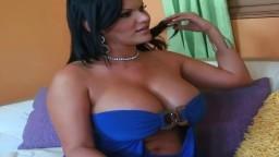 La milf cubana Angelina Castro ama el sexo tórrido - Vídeo porno hd