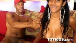 Una joven guarrilla dominicana con grandes pechos adora el sexo - Vídeo porno hd