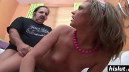 El viejo Ron Jeremy se folla a la pequeña Cheyenne Cooper - Video porno hd