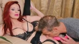 La canadiense en lencería sexy Shanda Fay se deja chupar el coño - Vídeo porno hd