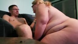 Sexo anal en pareja con una gran rubia amateur - Vídeo porno hd