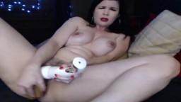 Una cyber australiana cabalga un consolador en la webcam - Vídeo porno hd