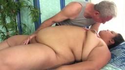 El masaje con vibrador de la gorda latina Lorelai Givemore - Película porno HD