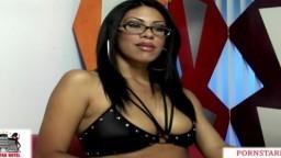 La hermosa latina Cassandra Cruz se toma una gran eyaculación en el ojo - Vídeo porno hd