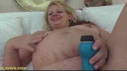 La británica embarazada April Paisley disfruta de una polla negra - Vídeo porno hd