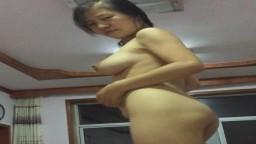 Esta china de pechos grandes realiza un baile improvisado después del sexo - Vídeo porno hd