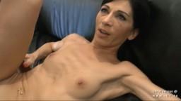 Una milf francesa flaca se deja martillar el culo durante su casting anal - Vídeo porno hd