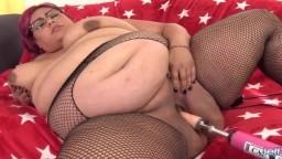 La gran Veruca Darling para una masturbación intensa con una máquina de follar