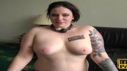 La gordita británica Elouise Lust en una sesión de sumisión