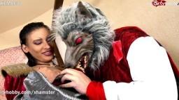 Una beurette francesa disfrazada de Caperucita Roja se deja follar por el lobo feroz