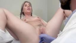 La joven Vienne Rose hace su chequeo anual en el ginecólogo y termina en sexo anal