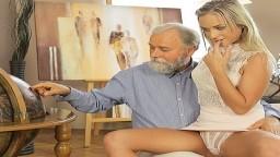 Viejo y su joven estudiante Vinna Reed se lo están pasando bien - Vídeo porno en hd