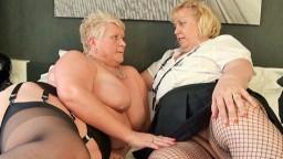Un dúo con dos lesbianas británicas grandes y maduras