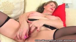 El striptease de la abuela británica en busca de un orgasmo