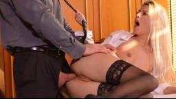 Jessie Volt, la contable traviesa sodomizada por su jefe sobre el escritorio