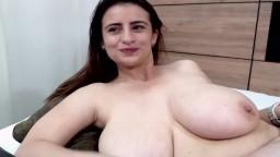 La española Megan quiere que admiremos sus enormes tetas en la webcam