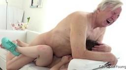 Este abuelo se sube a la joven francesa Luna Rival para un creampie