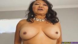 Sexo matutino con una abuela asiática