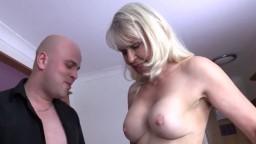 La abuela británica guarra Lady Sextasy abusa de su hombre objeto